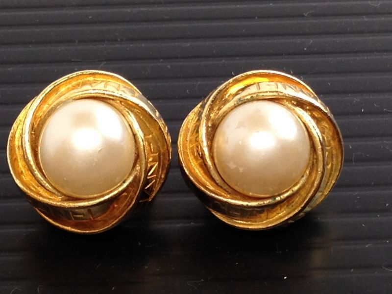 Photo1: Auth CHANEL Vintage Earrings Clip-On Gold-Tone 5K180480 (1)