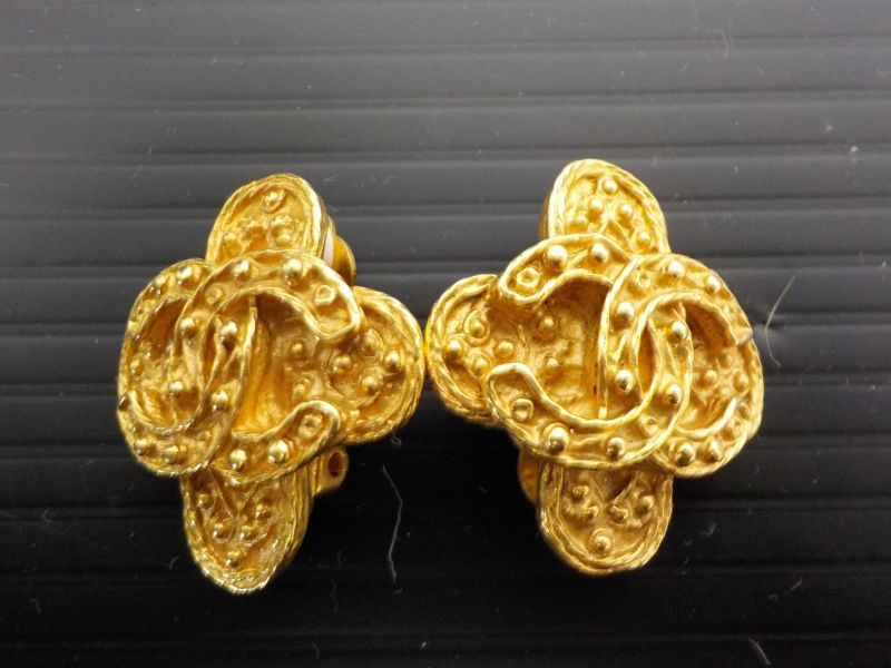 Photo1: Authentic CHANEL CC Logos Earrings Gold-Tone Clip-On 6F290340 (1)