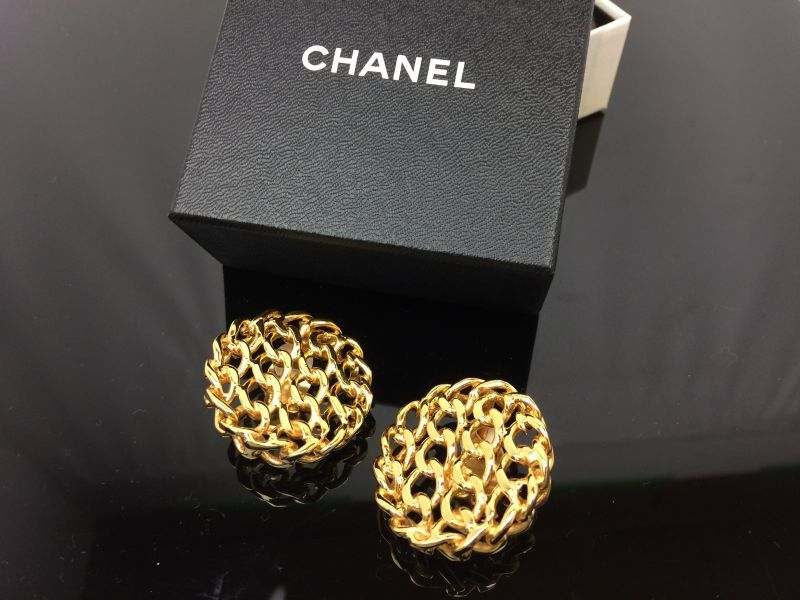 Photo1: Auth CHANEL Gold Tone Earrings 7F130280m (1)