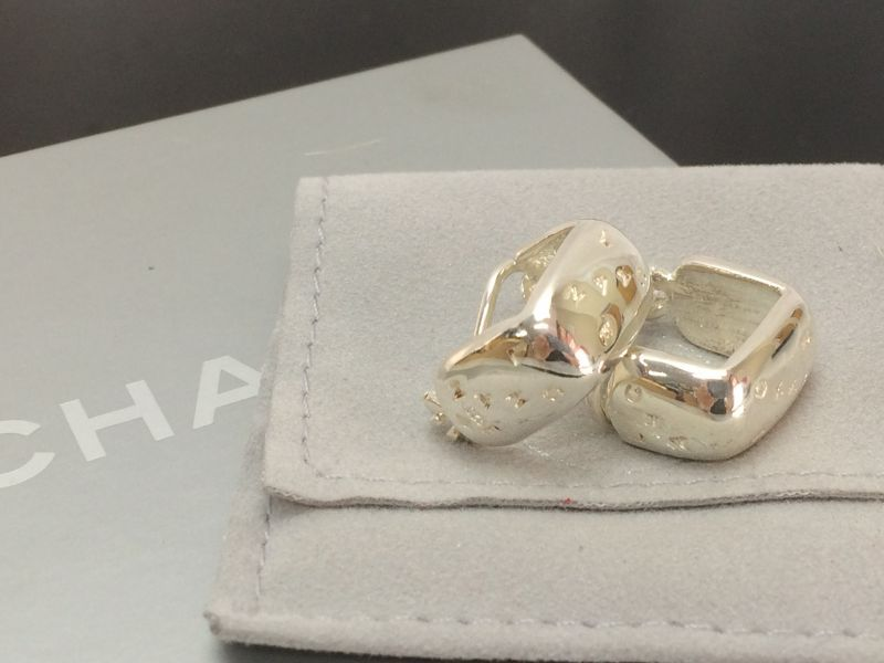 Photo1: Auth CHANEL Silver Tone  Clip-on Earring  8E120130m (1)