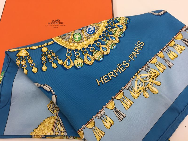 "Photo1: Auth Hermes Scarf ""Parures Des Sables"" 100% Silk  9H070070n (1)"
