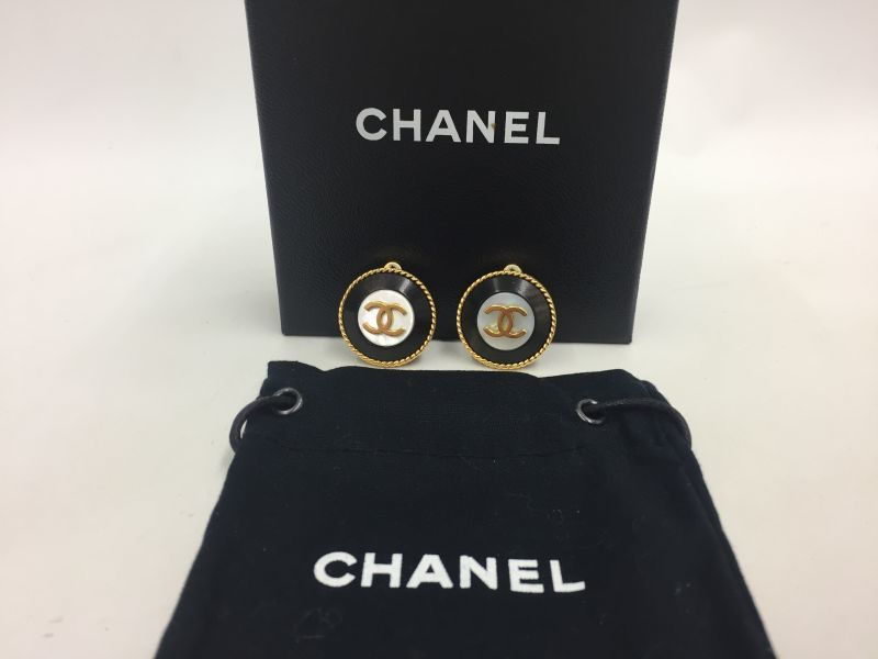 Photo1: Auth CHANEL Gold/Black Tone CC logo Clip type Earring 9L050330n (1)