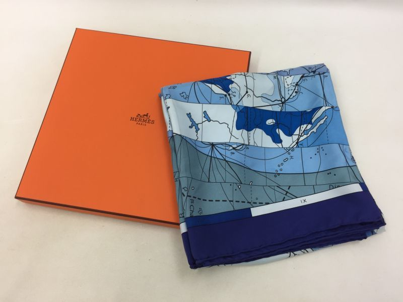 "Photo1: Auth Hermes 100 % Silk Scarf ""LE MONDE SET VASTE"" made in France 0E120040n"" (1)"
