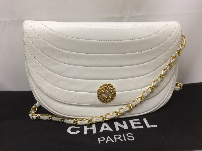 "Photo1: Authentic CHANEL Quilted Chain Shoulder Bag White 9A220450F"" (1)"